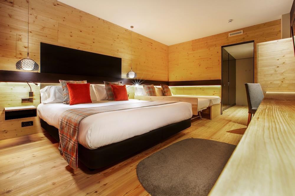 https://i.travelapi.com/hotels/2000000/1050000/1048100/1048032/91a814c5_z.jpg