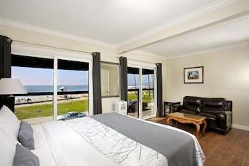 Suite, 1 King Bed (Private)