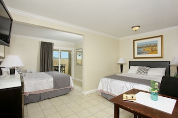 Room, 2 Queen Beds, Patio (Private Patio)