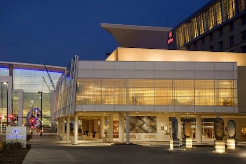 Hilton Omaha, Douglas