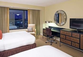 Deluxe Room, 2 Queen Beds, Accessible (Hearing)