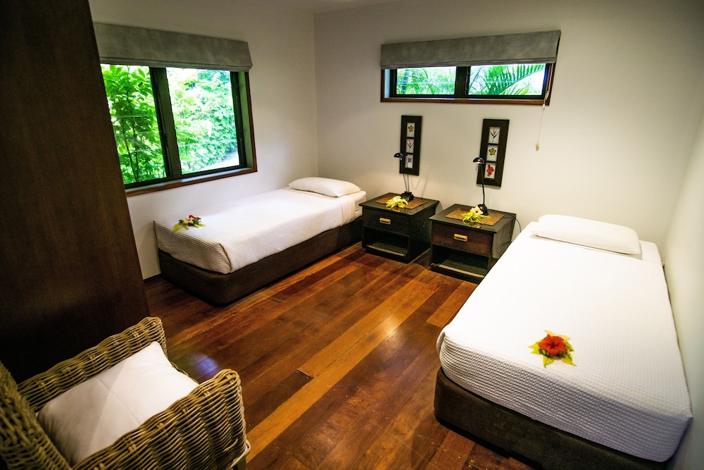 https://i.travelapi.com/hotels/2000000/1050000/1048300/1048261/48dadc8d_z.jpg