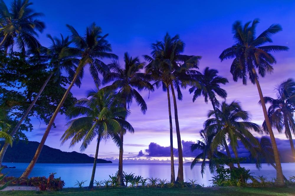 https://i.travelapi.com/hotels/2000000/1050000/1048300/1048261/be56f1af_z.jpg