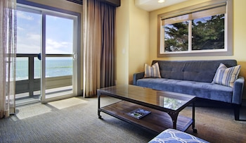 Deluxe Suite, 1 King Bed (Pillar Point)