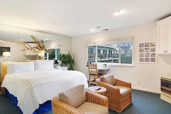 Standard Room, 1 King Bed, Beachside (Venice Beach)
