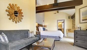 Suite, 1 Queen Bed (Point Sur)