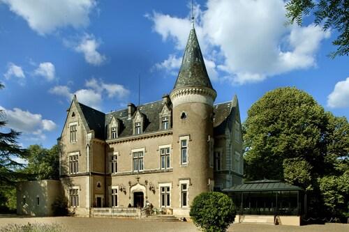 . Chateau des Reynats