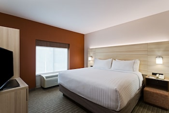 Suite, 1 Queen Bed, Accessible, Bathtub (Hearing, Mobility)