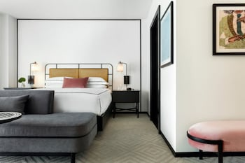 Room, 1 King Bed (Essential)
