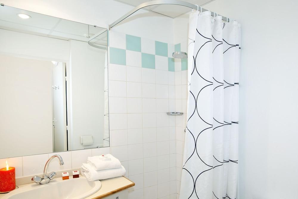 세주르 & 아페레 브레타뉴 - 렌(Séjours & Affaires Bretagne - Rennes) Hotel Image 13 - Bathroom