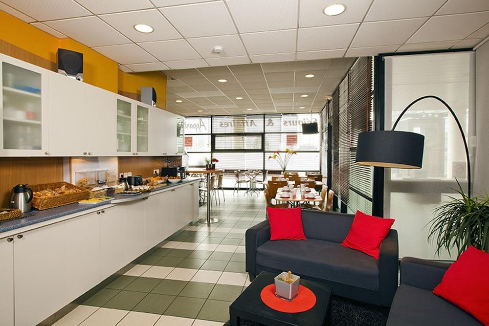 세주르 & 아페레 브레타뉴 - 렌(Séjours & Affaires Bretagne - Rennes) Hotel Image 2 - Lobby Sitting Area