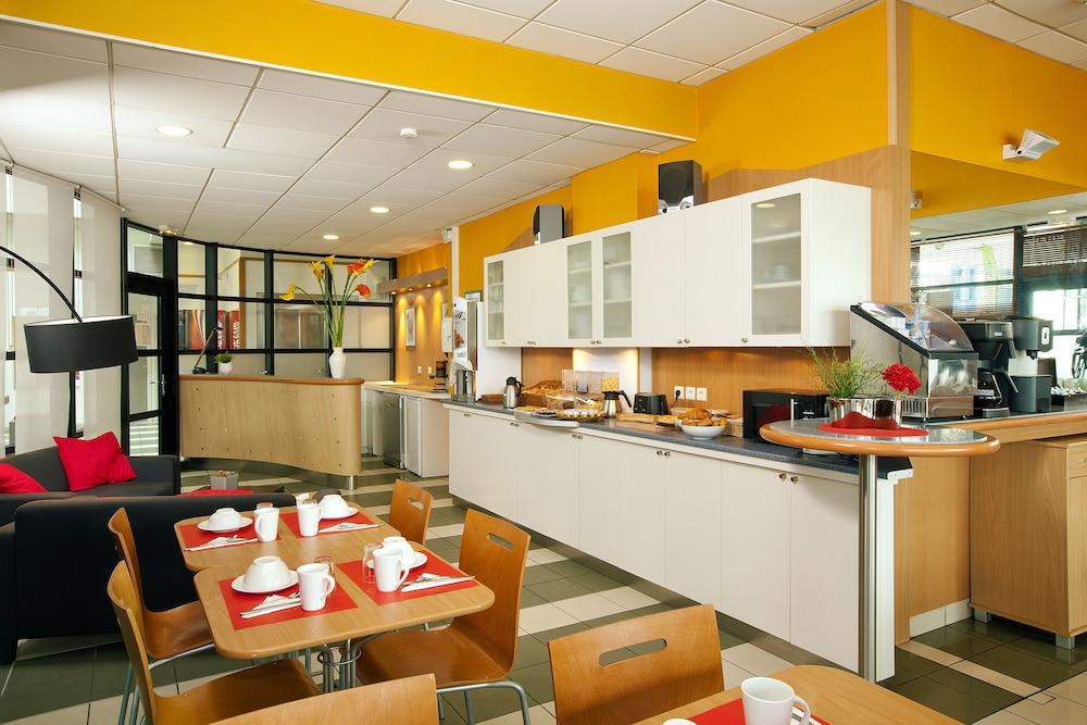 세주르 & 아페레 브레타뉴 - 렌(Séjours & Affaires Bretagne - Rennes) Hotel Image 14 - Breakfast Area