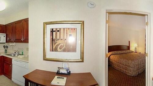 Staybridge Suites Cranbury, Middlesex