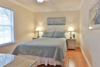 Palm Court North 2 Bed 1 Bath 2nd Floor