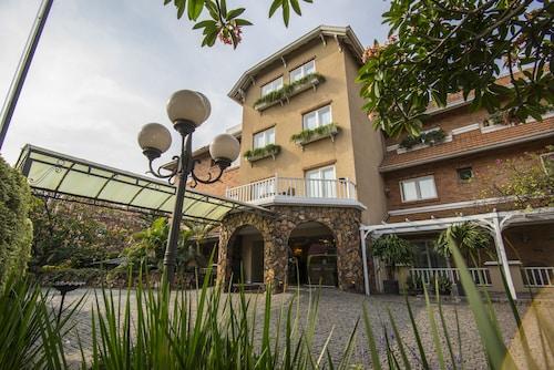 . Hotel Villa Morra Suites