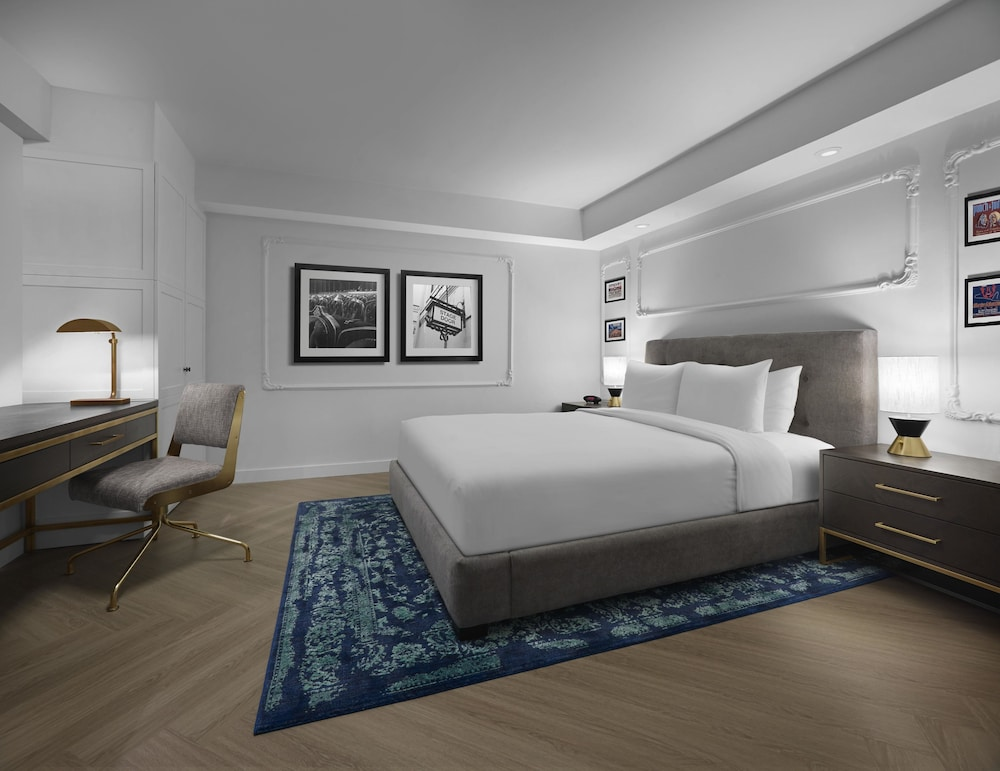 Superior Suite, 1 Queen Bed with Sofa bed