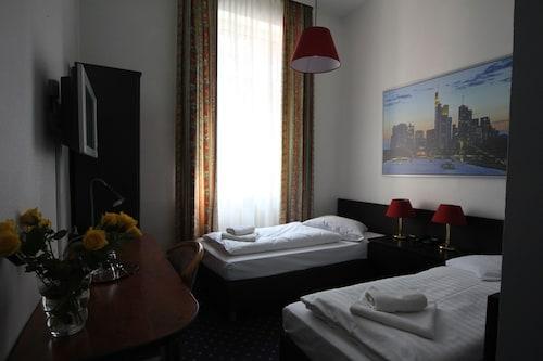 Frankfurt - Hotel Carlton - z Poznania, 28 marca 2021, 3 noce
