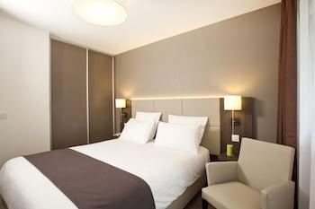 Hotel - Séjours & Affaires Grande Arche - COURBEVOIE