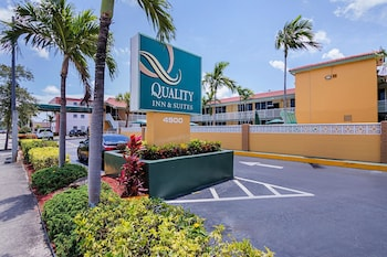 Hotel - Quality Inn & Suites Hollywood Boulevard
