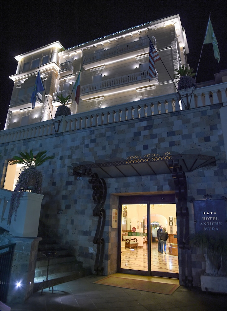 호텔 안티체 무라(Hotel Antiche Mura) Hotel Image 93 - Hotel Front - Evening/Night