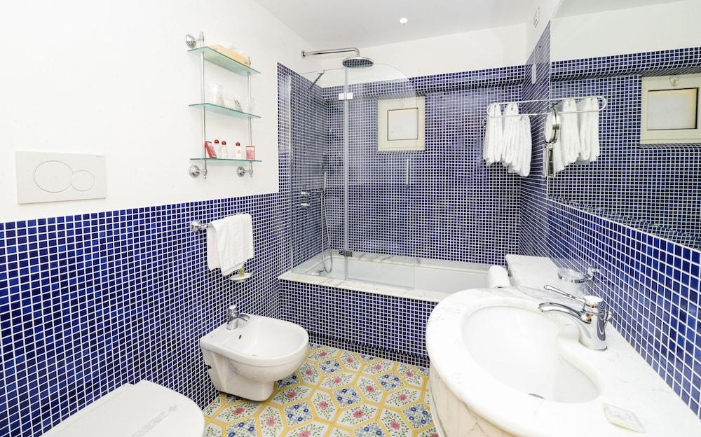 호텔 안티체 무라(Hotel Antiche Mura) Hotel Image 66 - Bathroom