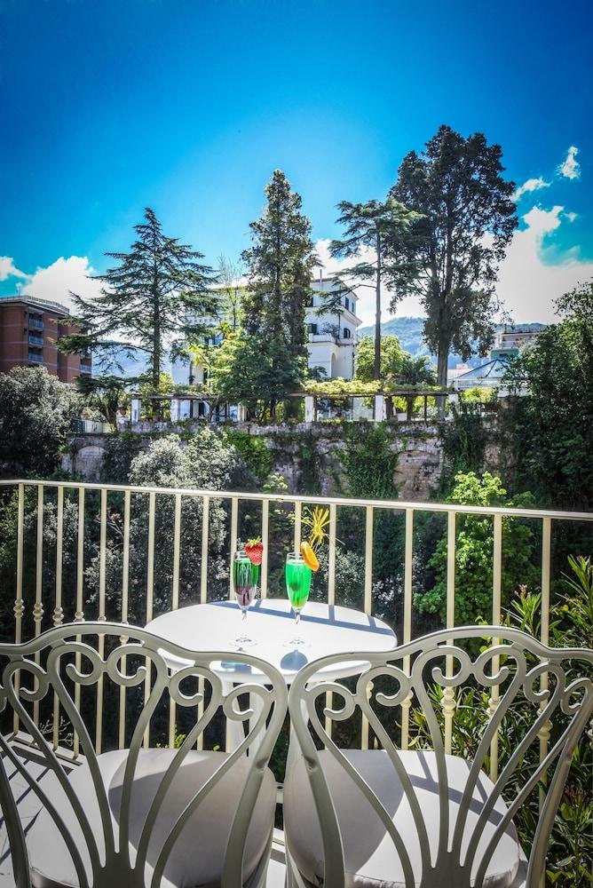 호텔 안티체 무라(Hotel Antiche Mura) Hotel Image 53 - Balcony