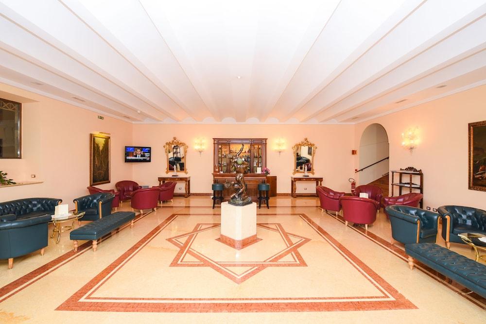 호텔 안티체 무라(Hotel Antiche Mura) Hotel Image 3 - Lobby Sitting Area