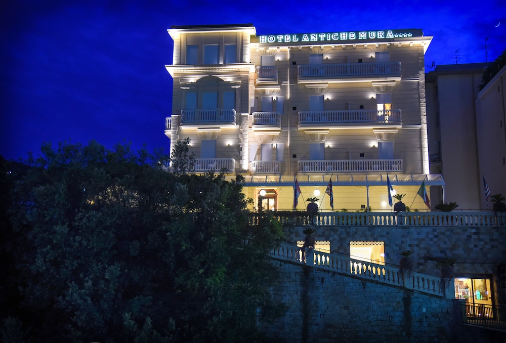 호텔 안티체 무라(Hotel Antiche Mura) Hotel Image 94 - Hotel Front - Evening/Night