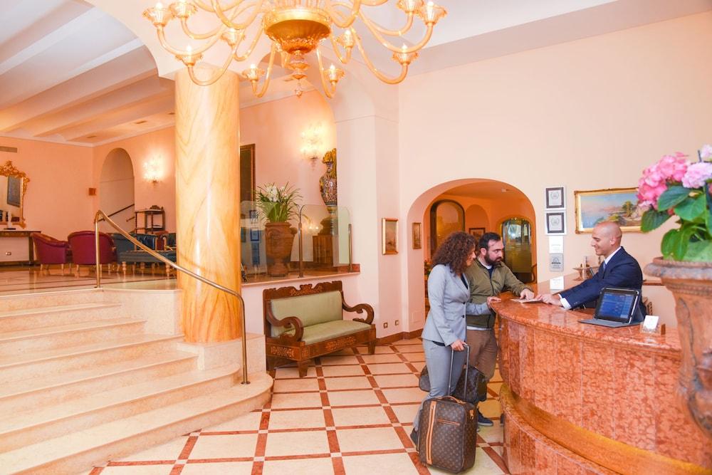 호텔 안티체 무라(Hotel Antiche Mura) Hotel Image 6 - Reception
