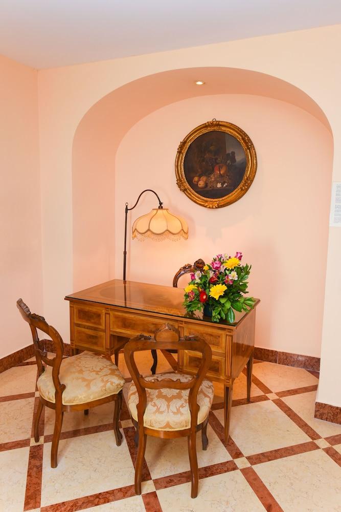 호텔 안티체 무라(Hotel Antiche Mura) Hotel Image 47 - Living Area