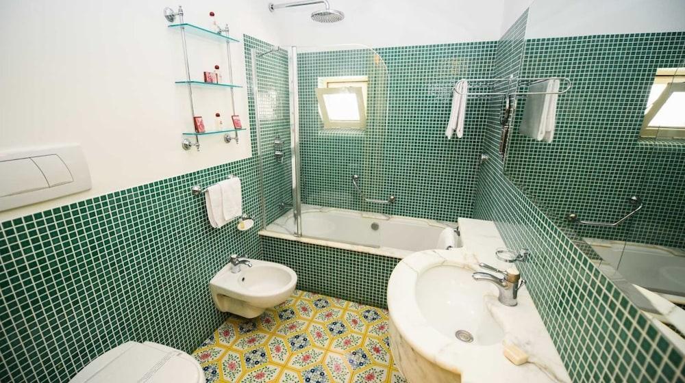 호텔 안티체 무라(Hotel Antiche Mura) Hotel Image 67 - Bathroom