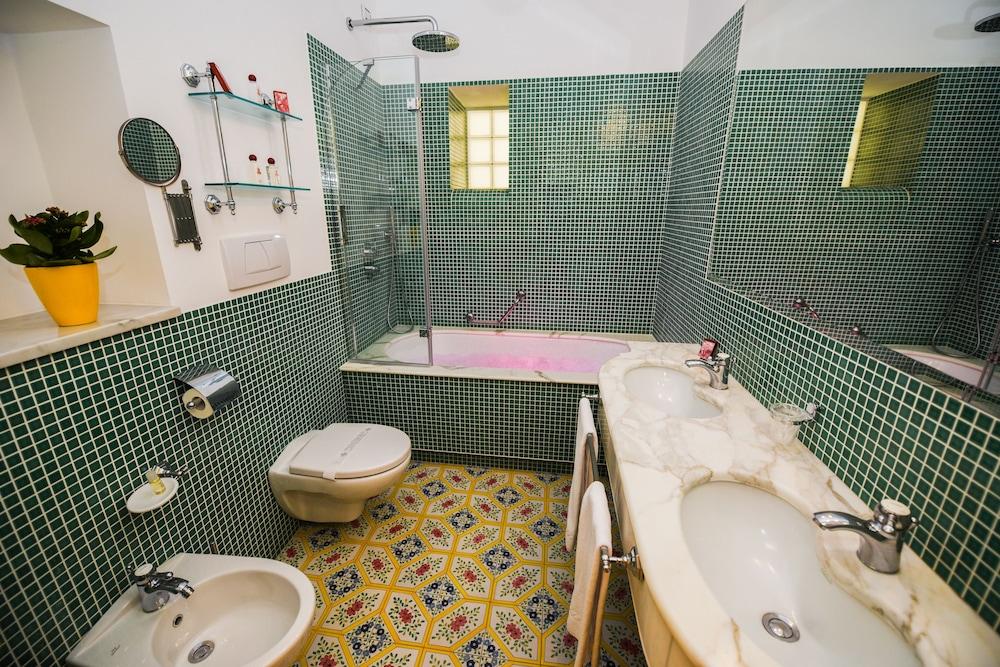 호텔 안티체 무라(Hotel Antiche Mura) Hotel Image 64 - Bathroom