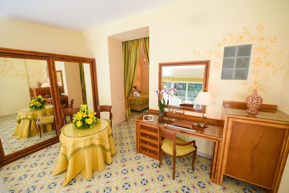 호텔 안티체 무라(Hotel Antiche Mura) Hotel Image 49 - Living Area