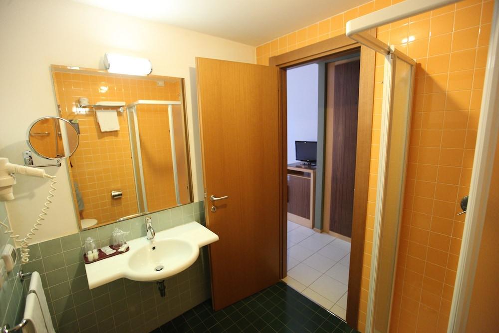 레지오호텔 만프레디(Regiohotel Manfredi) Hotel Image 30 - Bathroom