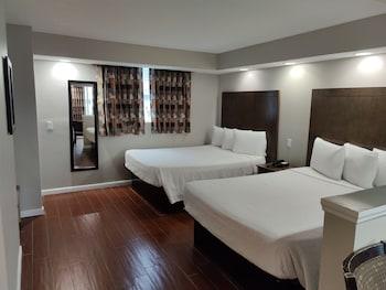 Standard Suite, 2 Queen Beds