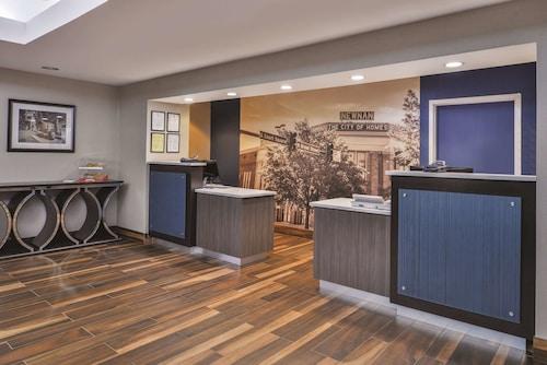 . La Quinta Inn & Suites by Wyndham Atlanta South - Newnan