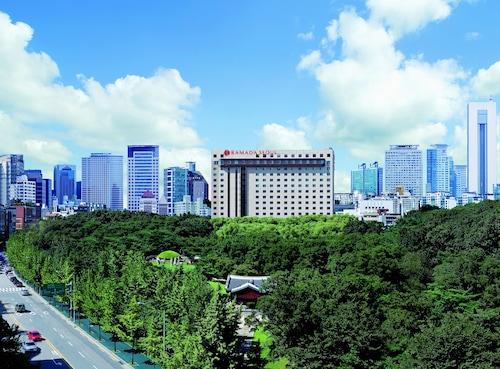 Seul - Ramada Seoul - ze Szczecina, 29 marca 2021, 3 noce