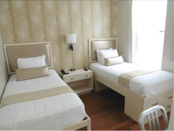 Twin Room, 2 Twin Beds, Private Bathroom