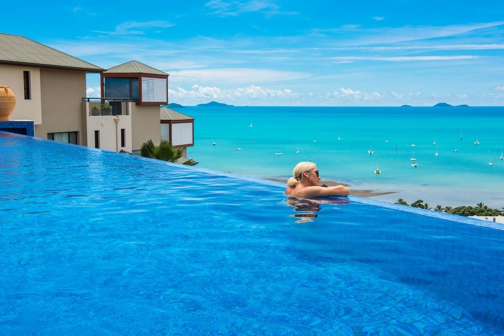 https://i.travelapi.com/hotels/2000000/1070000/1060500/1060430/6d608424_z.jpg