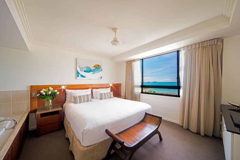https://i.travelapi.com/hotels/2000000/1070000/1060500/1060430/7a8b1e4f_z.jpg