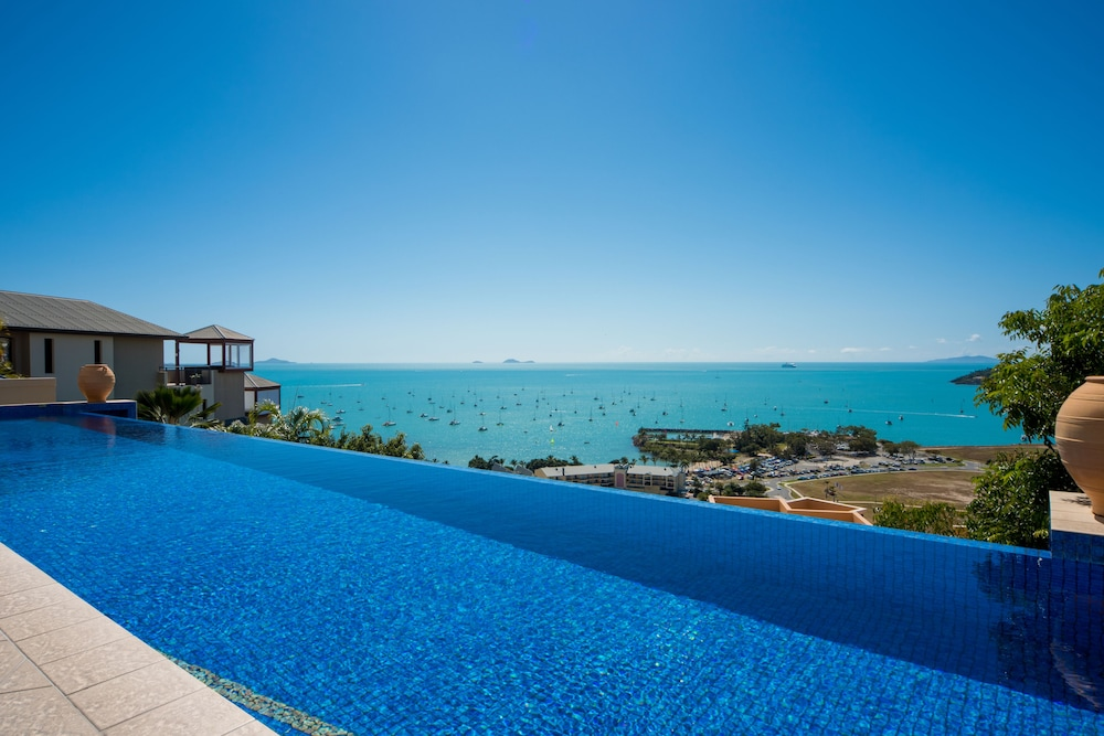 https://i.travelapi.com/hotels/2000000/1070000/1060500/1060430/7ec870e6_z.jpg