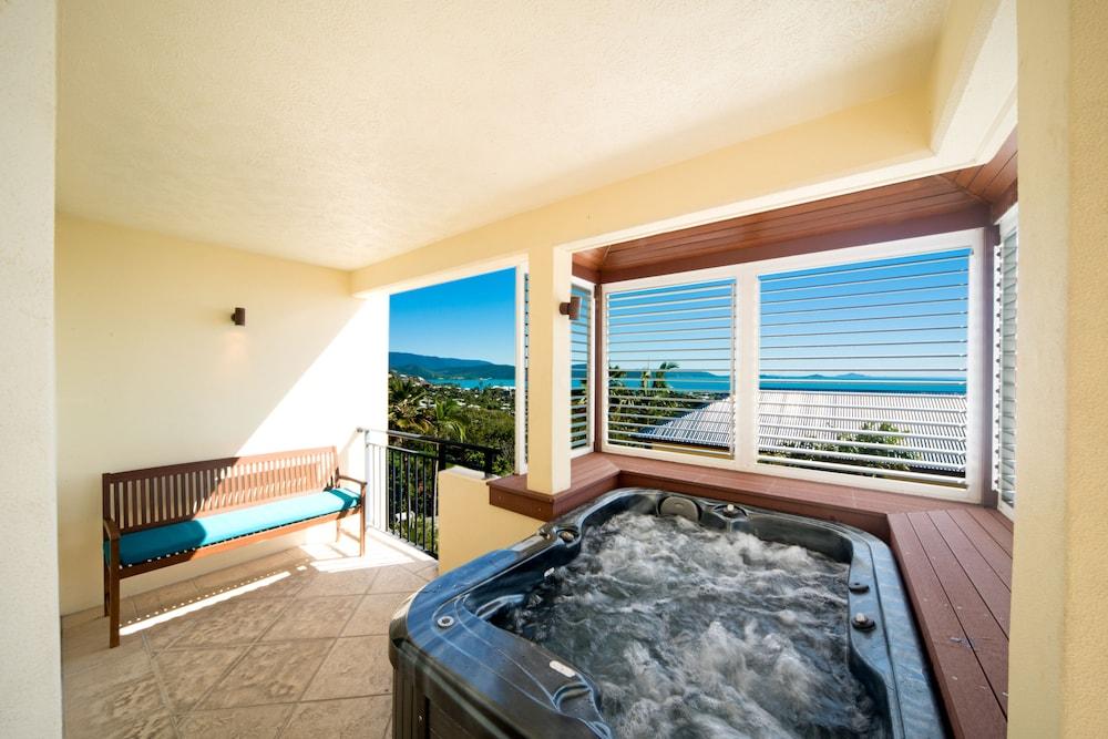 https://i.travelapi.com/hotels/2000000/1070000/1060500/1060430/8a506827_z.jpg