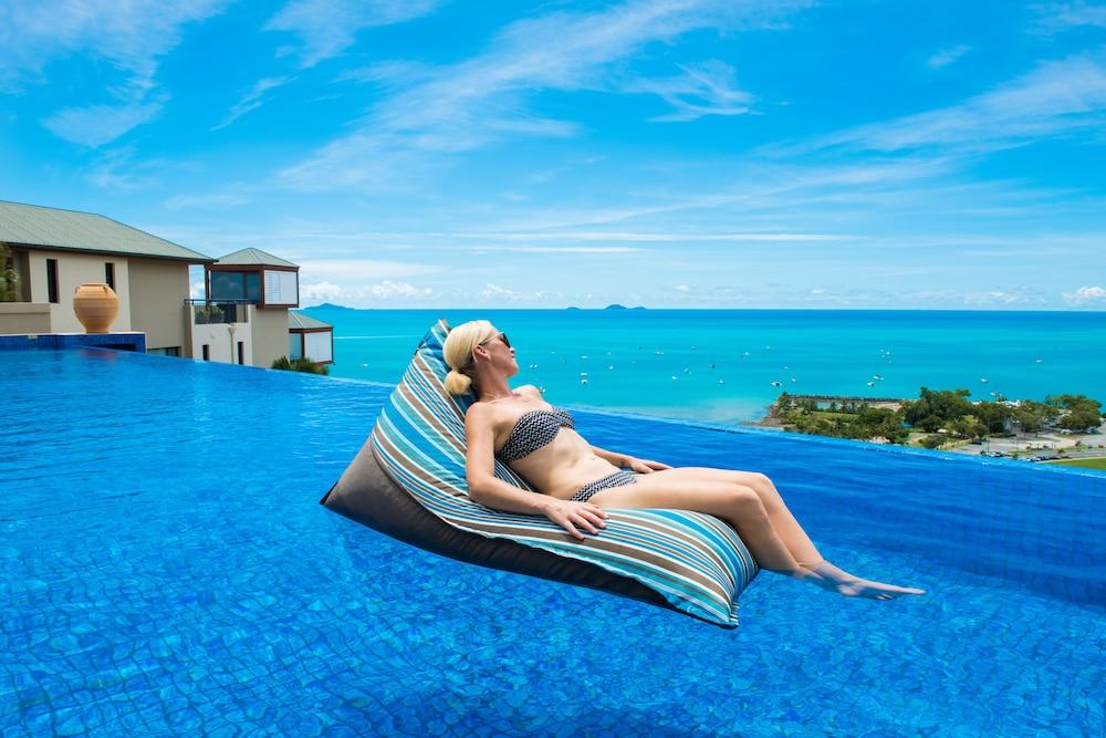 https://i.travelapi.com/hotels/2000000/1070000/1060500/1060430/bc0f8d34_z.jpg