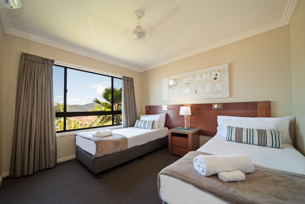 https://i.travelapi.com/hotels/2000000/1070000/1060500/1060430/c91915ea_z.jpg