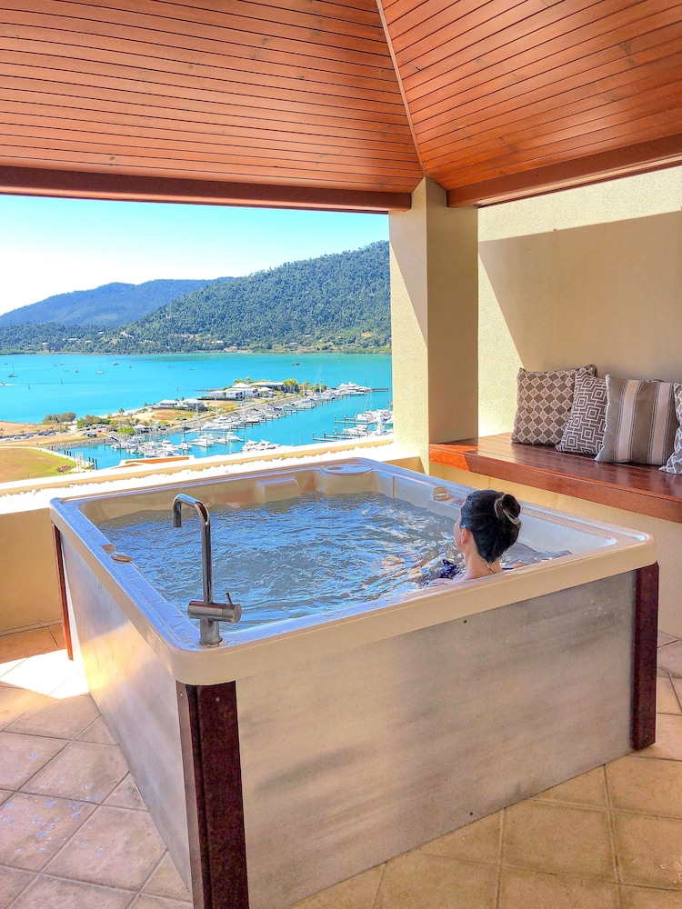 https://i.travelapi.com/hotels/2000000/1070000/1060500/1060430/e5d73202_z.jpg