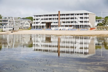 Hotel - Surfside Hotel and Suites