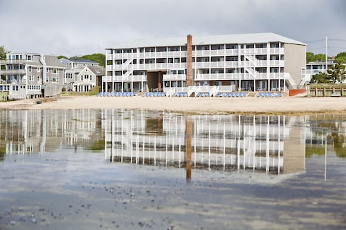 . Surfside Hotel and Suites