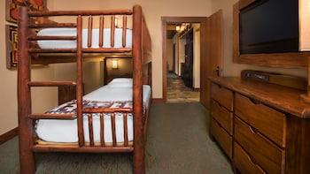 Guestroom (Treehouse Villa)