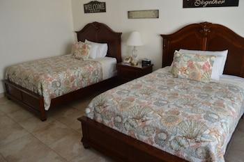Studio, 2 Queen Beds