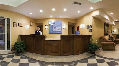 . Holiday Inn Express Hotel & Suites Mountain Home, an IHG Hotel